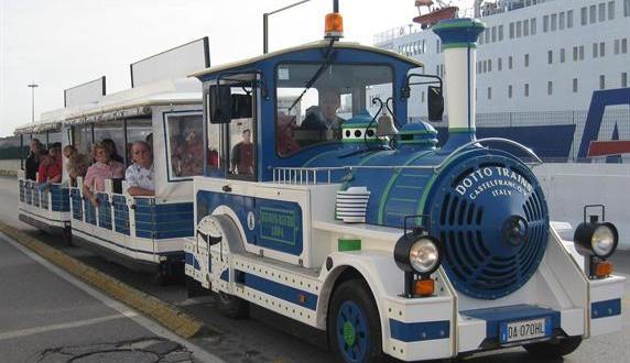 Un trenino per far conoscere la città ai turisti