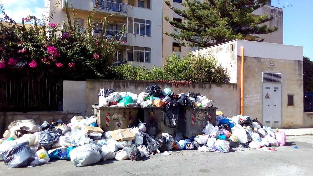 rifiuti-via-mistretta-trapani