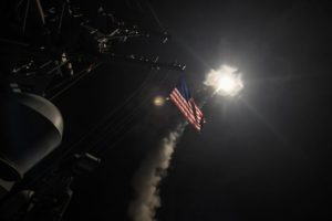 La portaerei USA lancia un missile