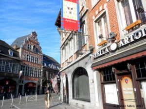 TOURNAI - Grand Place (bandiere arte e mestieri 1)