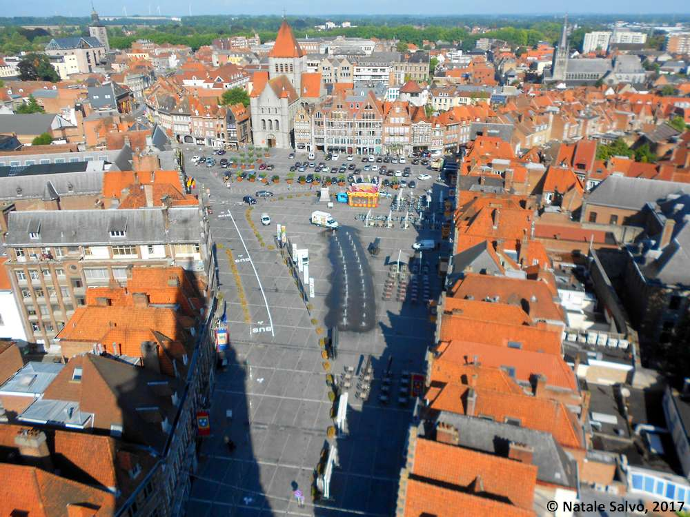Foto di TOURNAI, Vallonia (Belgio) - Grand Place