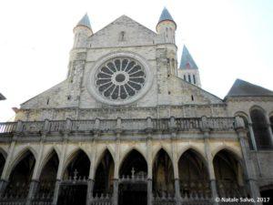TOURNAI - Notre Dame (Piazza Ingresso e Rosone)