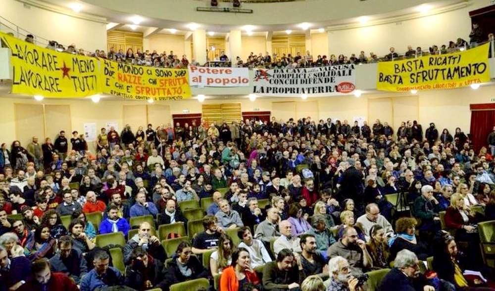 Assemblea Je so' pazzo al Teatro Italia Roma