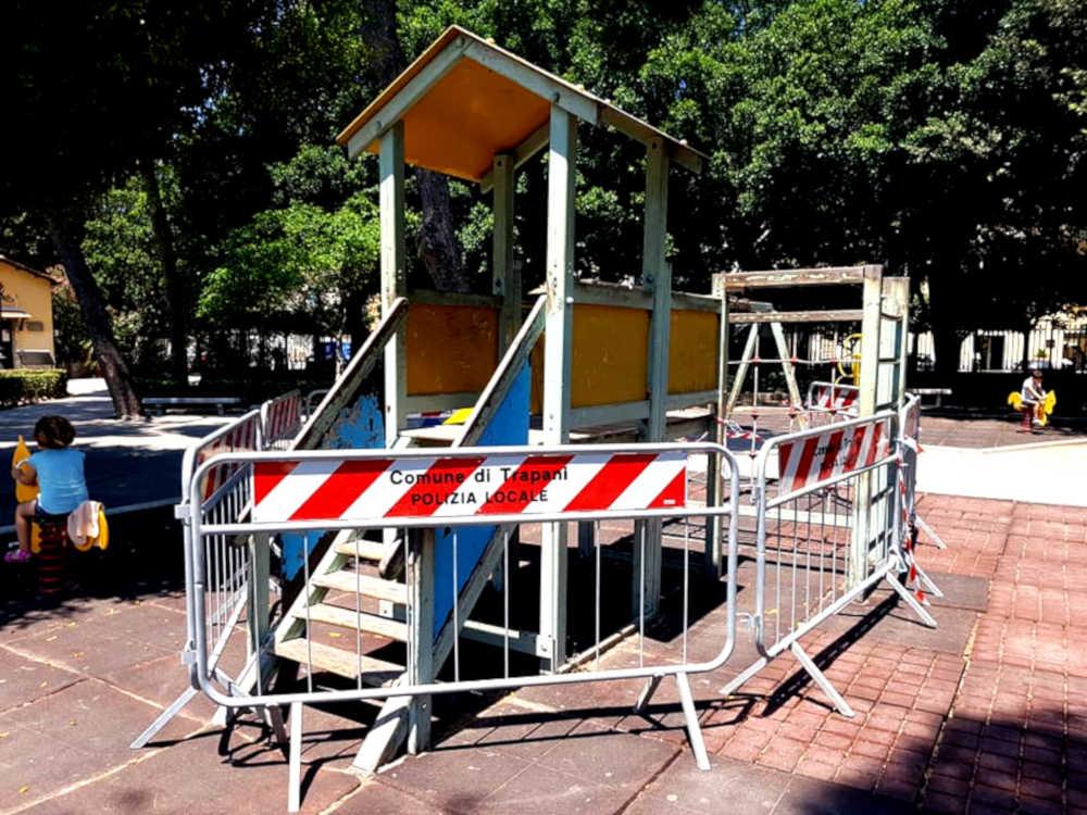 Villa Margherita Trapani - giochi per bambini transennati 2
