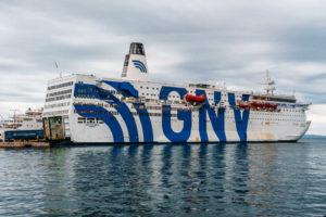 nave-crociera-azzurra-migranti